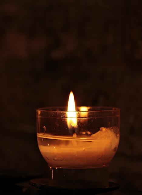 Achtsamkeitsübungen, Achtsamkeit, Kerze, Bewusstsein, Licht, Meditation, Konzentration, Energie folgt der Aufmerksamkeit